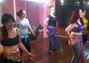 Marcia Menegatti dando aula de dança de salão